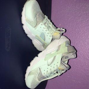 Nike Huaraches women